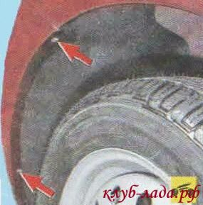 Открутите 4 винта крепления передних частей подкрылков