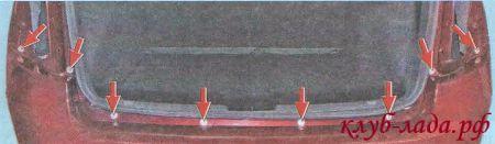 Открутите верхнее крепления заднего бампера к кузову
