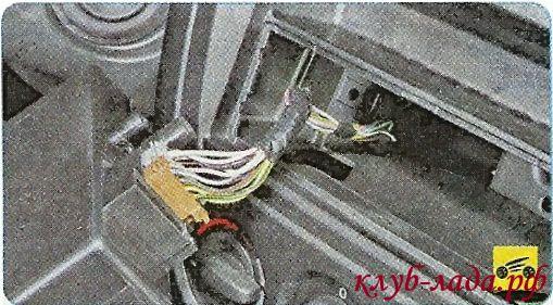 снять автомагнитолу гранта и отсоединить провода