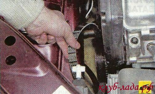 Снимите ремень со шкива коленчатого вала