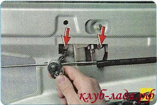 Вывернуть 2 болта крепления держателя стекла к ползуну