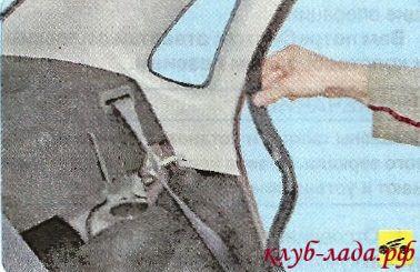 Отсоединить уплотнитель двери в местах облицовки