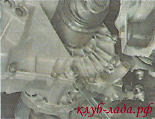 Открутить пробку сливного отверстия КПП Гранты