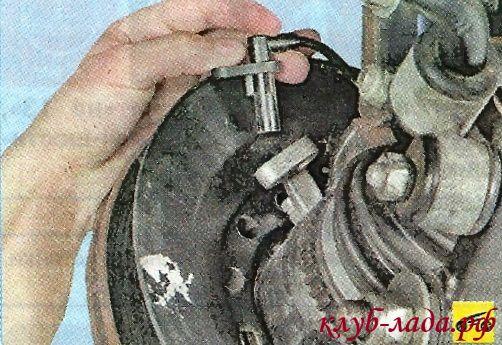 Отсоединить датчик частоты вращения колеса гранты