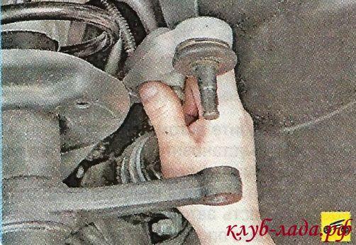 Отсоединить наконечники рулевых тяг от поворотного рычага стойки гранты