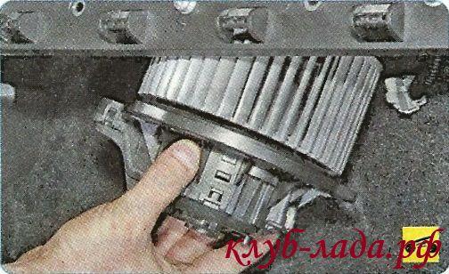 Снять вентилятор отопителя Гранты