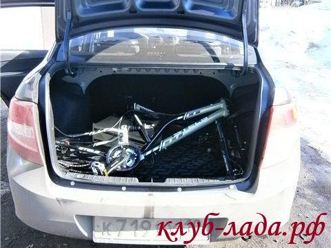 велосипед в багажнике Гранты