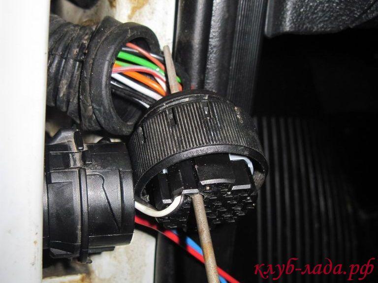 колодка с проводами в дверях гранты