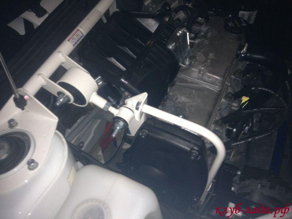 Установка распорки стоек вместе с дополнительной опорой двигателя от ТехноМастер