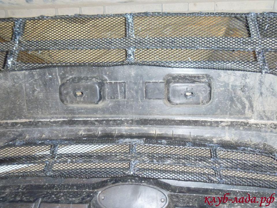приклеинные куски сетки к решетке гранты