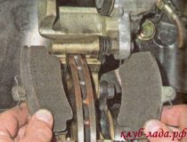 Проверка и замена тормозных колодок Калины