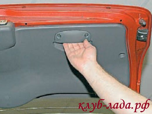 Как снять обшивку двери багажника Калина/Калина 2
