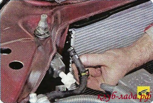 Снять шланг со штуцера радиатора гранты/калины