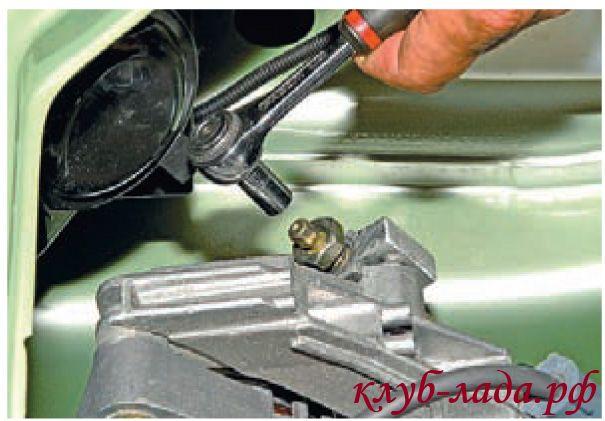шпилька регулировки натяжения ремня генератора калины