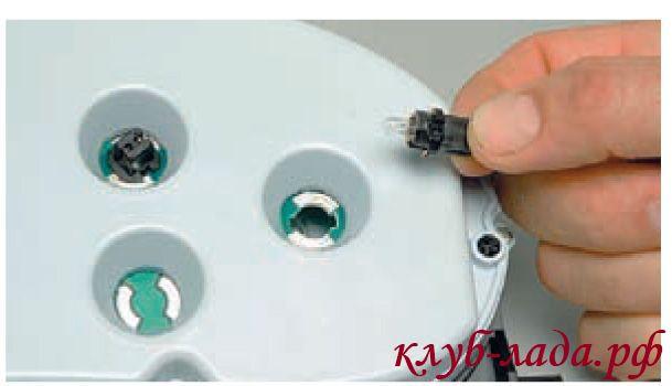 заменить лампы подсветки приборки