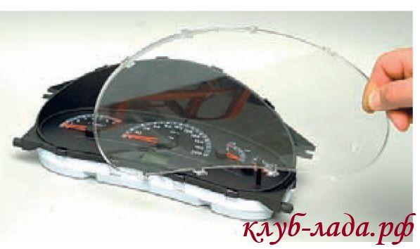 снять стекло панели приборов