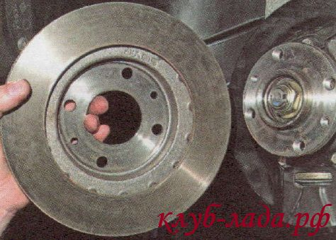 Снять тормозной диск Калины