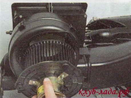 Замена вентилятора отопителя Калины (два способа)