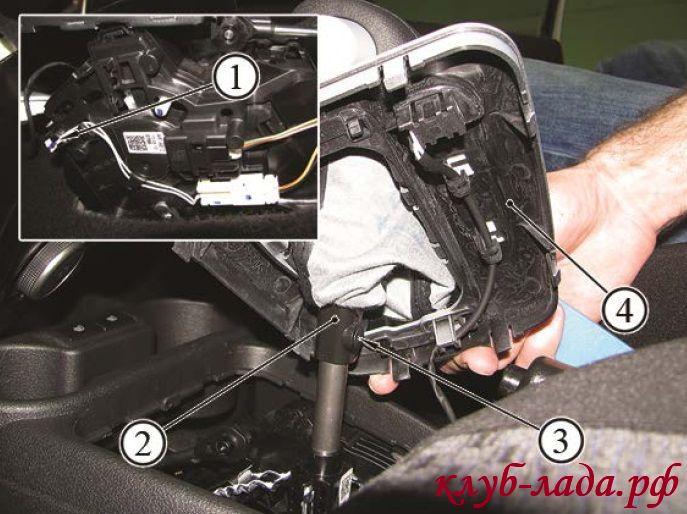 Крепление рукоятки рычага коробки передач Калина 2