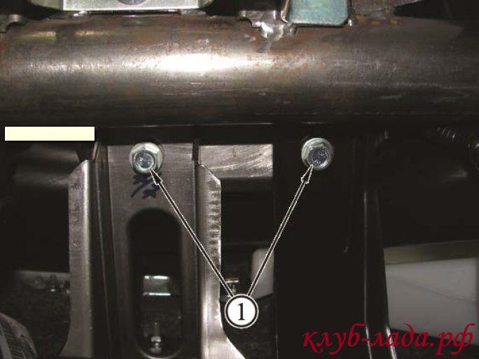 Крепление поперечины панели приборов к кронштейнам Калина 2