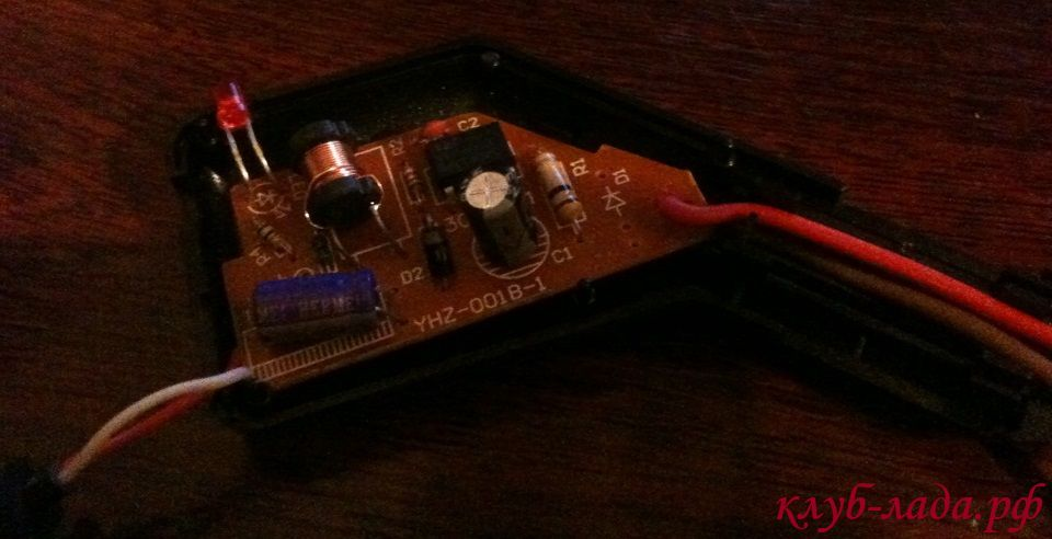 разобрать зарядное устройство нашего устройства и вывести с платы два провода