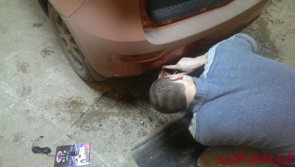 помечаем места для установки датчиков парковки на бампере Калина 2