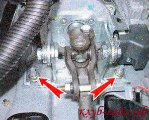 Ослабить затяжку гаек нижнего крепления рулевой колонки