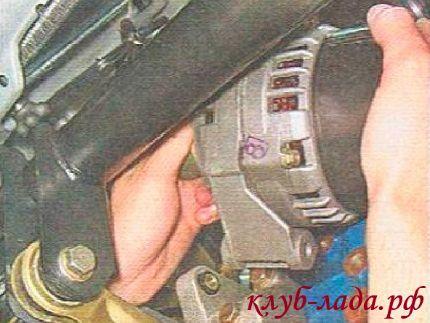снятие и установка генератора Лада Приора