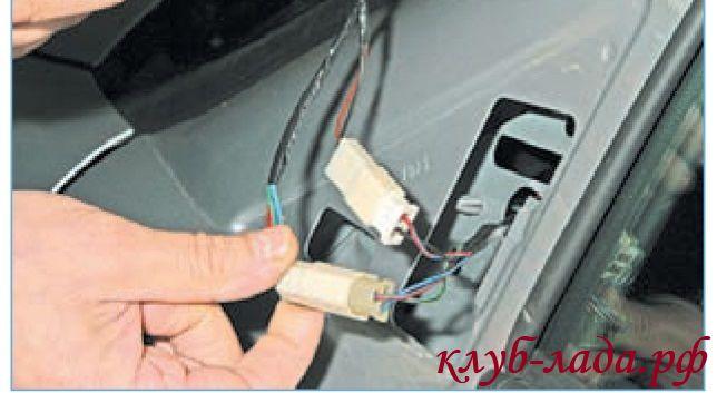 Отсоединить колодки с проводами