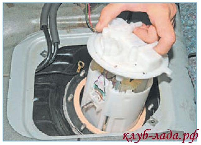 Снять топливный модуль Приоры