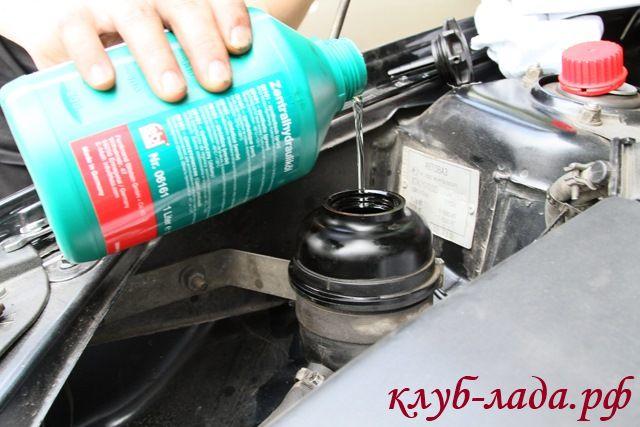 Залить новое масло в ГУР приоры
