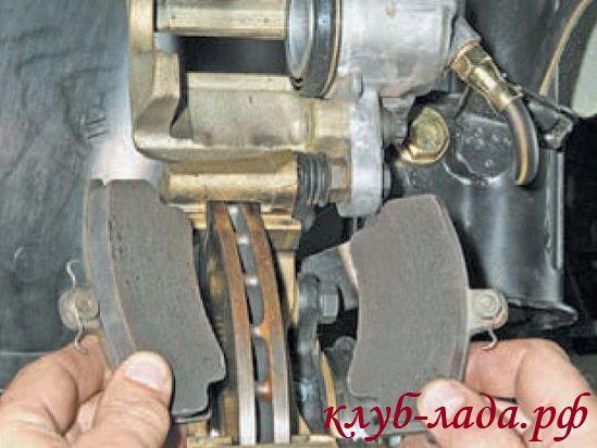 Замена передних тормозных колодок Приоры