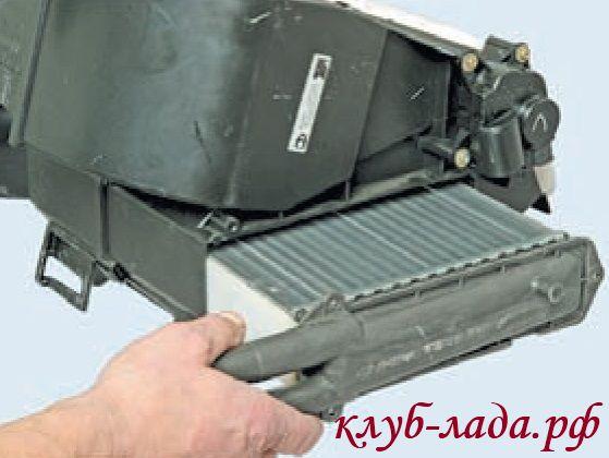 Замена радиатора отопителя Приоры