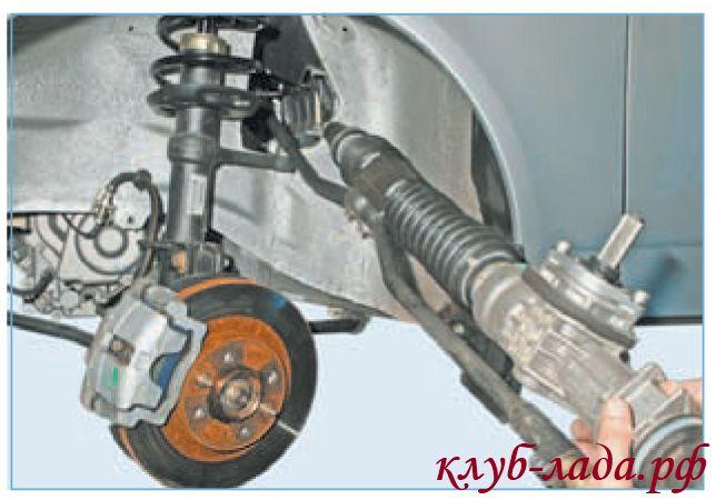 Снять рулевую рейку приоры через окно в арке левого колеса