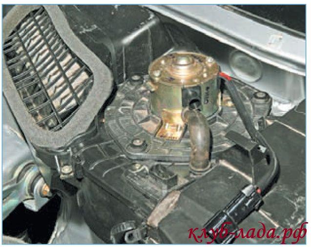 Установка вентилятора салона Приоры