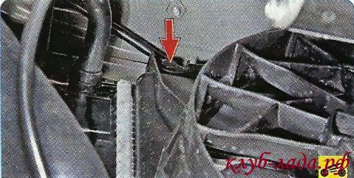 отвернуть болт крепления вентилятора приоры/калины/гранты