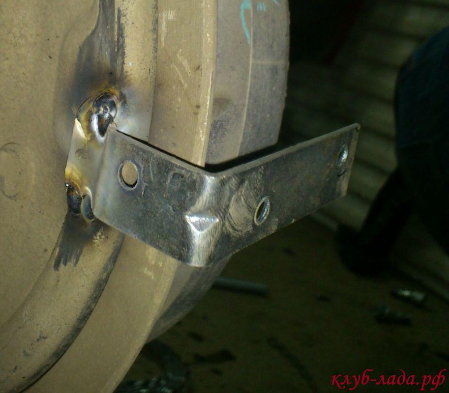 установка уголков на тормозной барабан