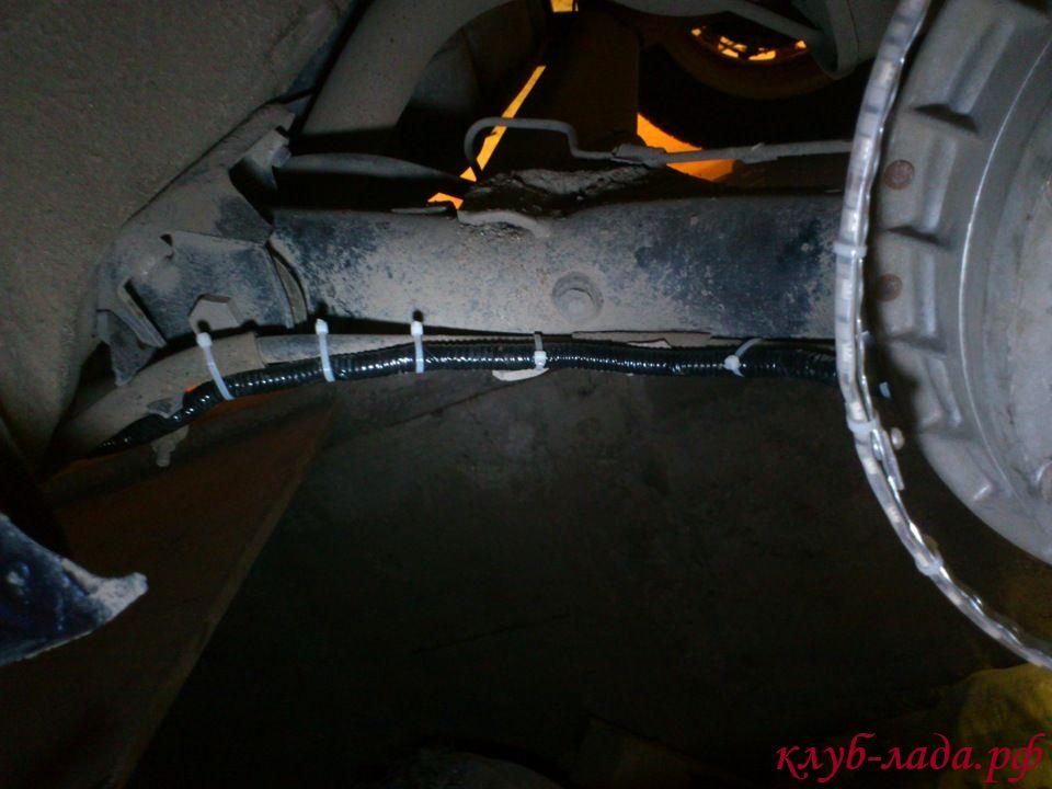 прокладываем проводку подсветки задних дисков