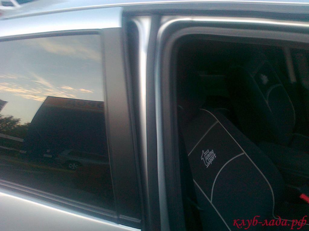 Дополнительный уплотнитель Приоры между передней и задней дверями