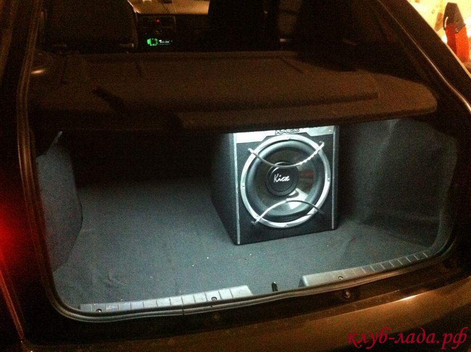 светодиодная лента на полке багажника Приоры