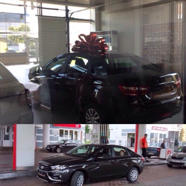выдача машины, бантик потом сняли ))))