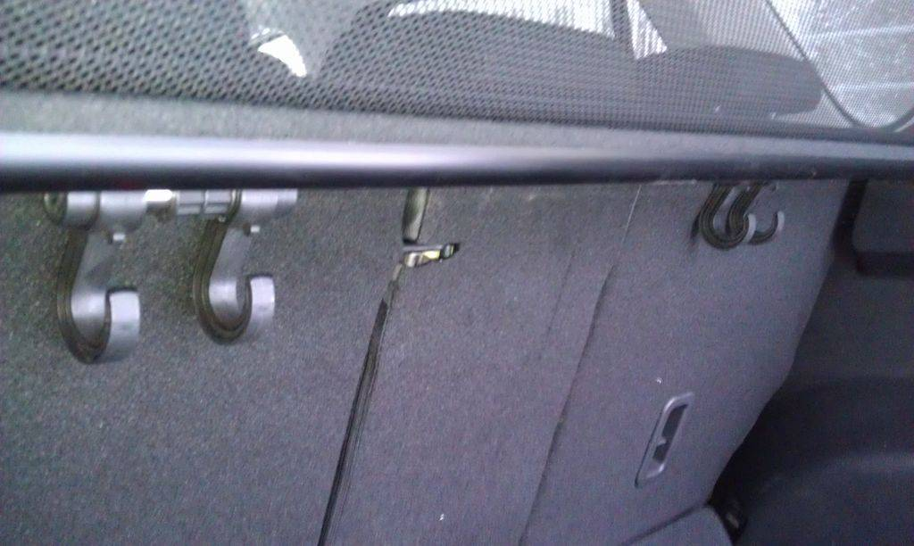 Крючок в багажник для пакетов в Mazda CX-5